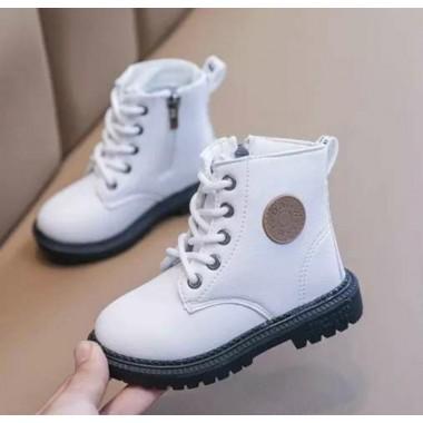 Красивые ботиночки на шнурках и замочке.