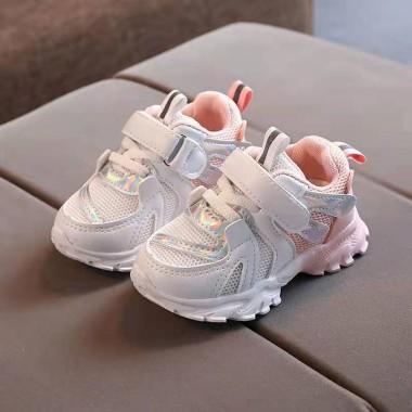 Кроссовки с розовой пяткой